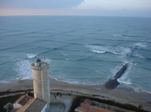 A cross sea wave state. Photographed from the Lighthouse of the Whales at Ile de Re. Image from Wikipedia. First seen on Neatorama.
