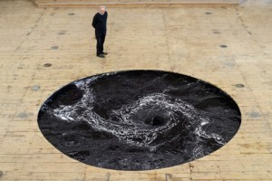 Anish Kapoor, Decension. Image from Visual News.